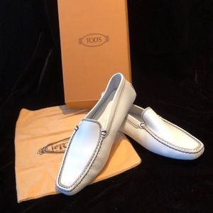 NWT TODS driving loafer.